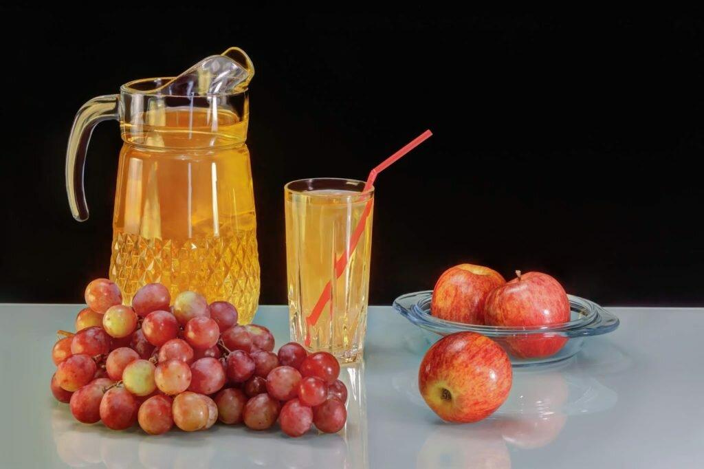 Сок из яблока и винограда