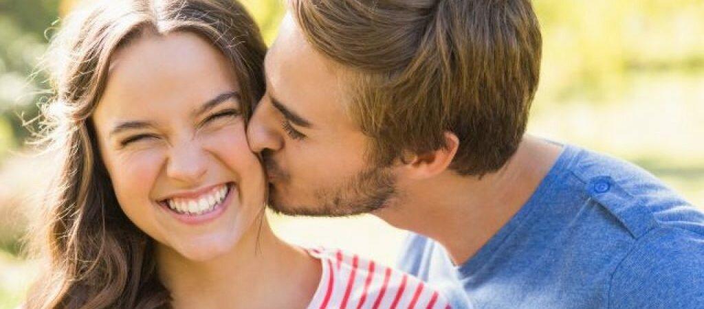 Открытые или закрытые глаза во время поцелуя